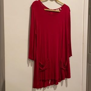 LOGO red dress with pockets and back has buttons
